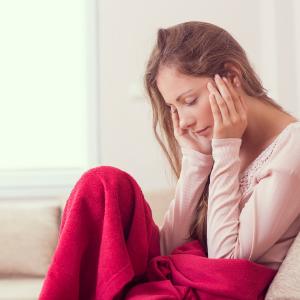 カラコン装用時の頭痛の原因と頭痛を防ぐカラコンの選び方